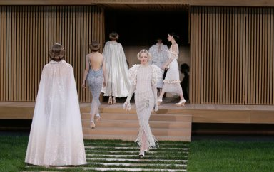 Models present creations by German designer Karl Lagerfeld as part of his Haute Couture Spring/Summer 2016 collection for fashion house Chanel at the Grand Palais in Paris January 26, 2016. REUTERS/Gonzalo FuentesCODE: X02443 Desfile de Chanel en la semana de la moda de alta costura en Paris 50/cordon press